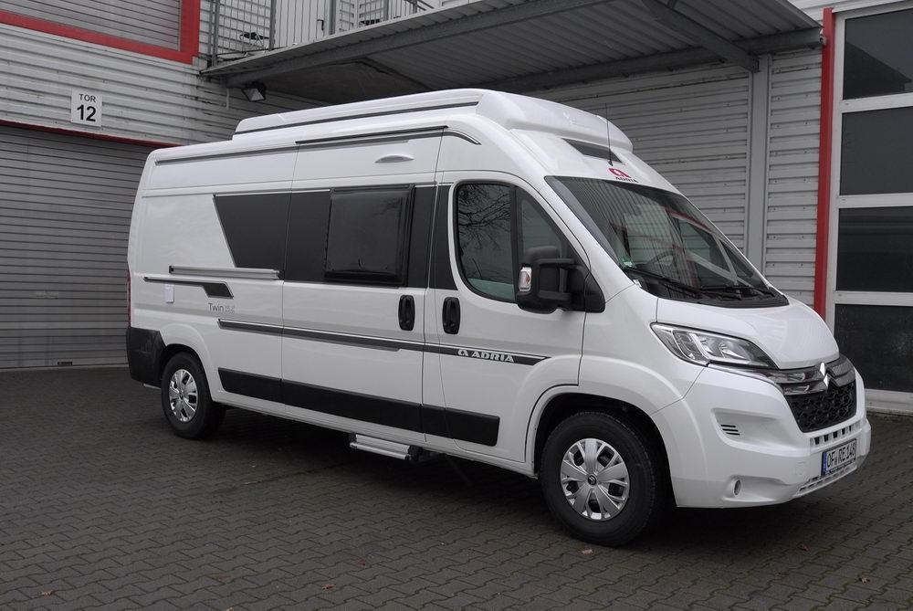 unser campingbus campingbus kastenwagen peugeot boxer. Black Bedroom Furniture Sets. Home Design Ideas
